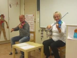 Anders och Pille från musikskolan har nu varit ute hos oss på förskolan. De spelade på fiolerna och vi sjöng tillsammans.