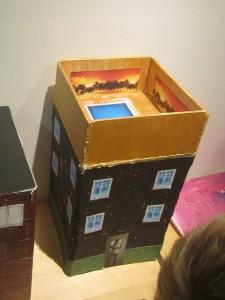Det huset som vi på förskolan tyckte skulle vinna tävlingen var huset med en pool på taket, där vill vi bo!