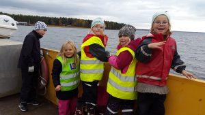 På väg till Brommö med färjan.
