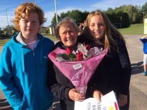 Kerstin tillsammans med elevrådets ordföranden, Olle och Sophie.
