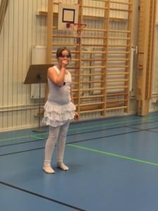Elsa bjöd på afrikansk sång och dans.