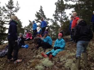 Efter en stunds promenad stannade vi och lyssnade på Annakarin som berättade om Karlstad och Kristinehamn.
