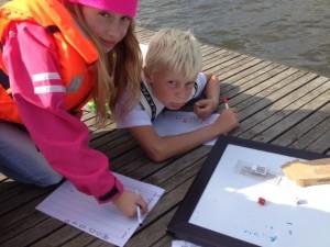 Alla kunde inte segla samtidigt, då passade vi på att spela multiplikationsspel på bryggan.