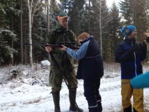 Det var kul att prova att titta i geväret.