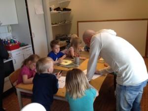 Med barnen på förskolan. Olika djur på beställning.